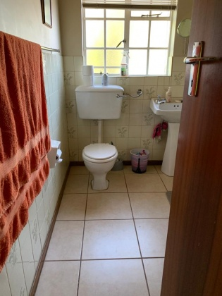 Kroonstad, 9500, 2 Bedrooms Bedrooms, ,2 BathroomsBathrooms,Townhouse,For Sale,1132